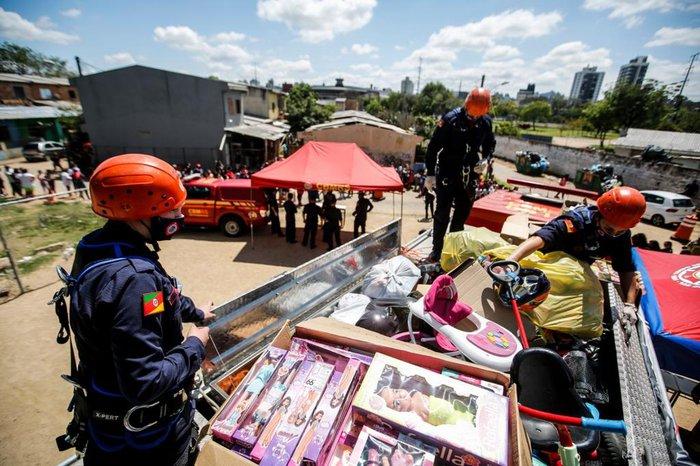 Mais de mil brinquedos foram comprados com dinheiro arrecadado pelos alunos da Academia de Bombeiro Militar do Rio Grande do Sul