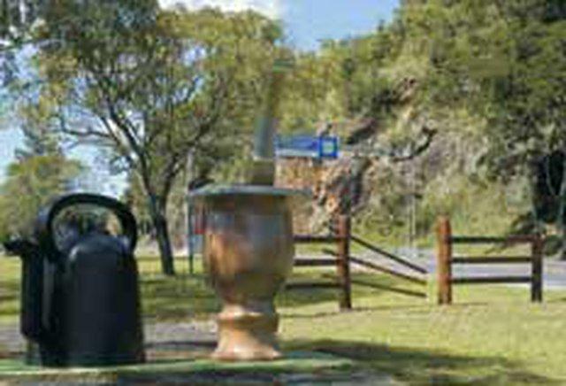 pio - porteira chimarrão vacaria estrada monumento tradicionalismo rio grande 20090326