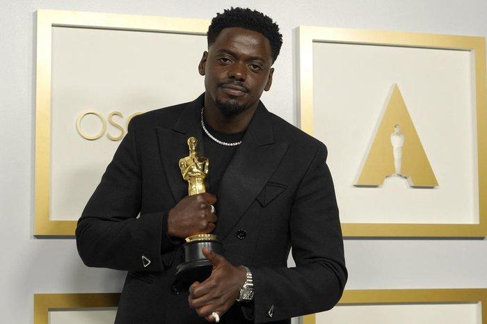 Oscar 2021: Daniel Kaluuya recebe a estatueta de melhor ator coadjuvante | GZH