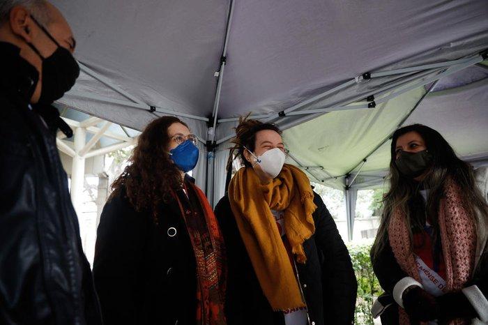 O dia frio não atrapalhou a animação dos voluntários por poderem colaborar