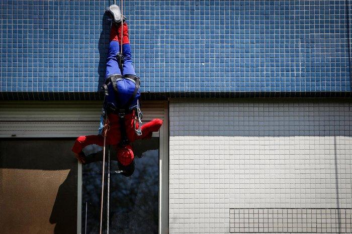 Homem-Aranha foi um dos personagens interpretado pela equipe d e rapel