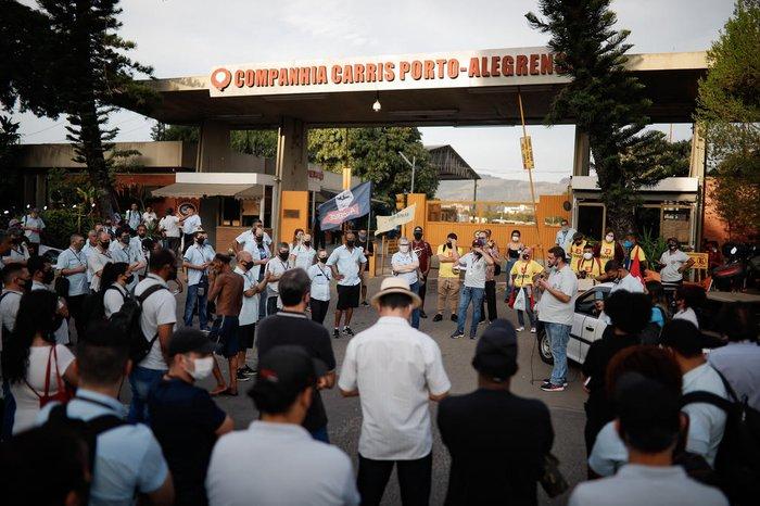 Durante a tarde, nova deliberação foi realizada, na sede da companhia, confirmando a ideia de greve total a partir desta sexta