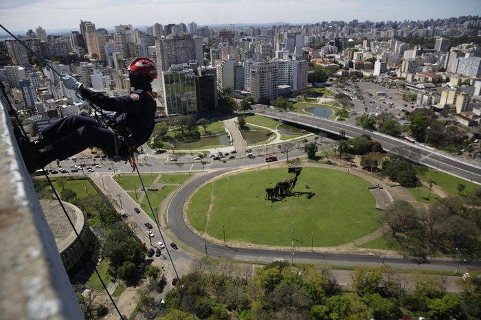Cena chamou atenção nesta quarta-feira na área central de Porto Alegre