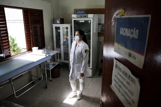 ESTEIO, RS, BRASIL, 08-04-2021: A tecnica em enfermagem Janaina Rodrigues Martins, 40, na UBS Tamandare. (Foto: Mateus Bruxel / Agencia RBS)Indexador: Mateus Bruxel<!-- NICAID(14753295) -->