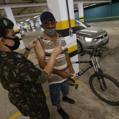 Morador da Capital vai se vacinar de bicicleta