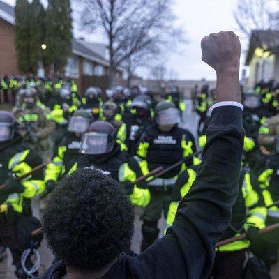 Minneapolis tem segunda noite de protestos após morte de jovem negro em ação policial