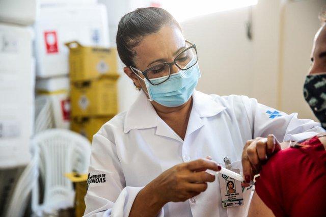 CANOAS, RS, BRASIL - 09/04/2021Pauta sobre os profissionais que aplicam vacinas contra a covid-19.  O case é a enfermeira Luciane Godoi Brum<!-- NICAID(14754719) -->