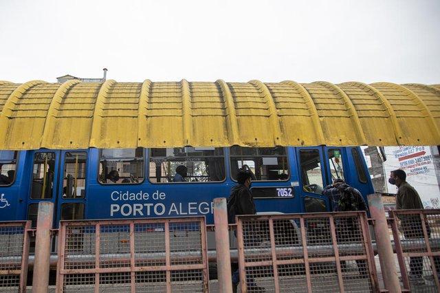 PORTO ALEGRE, RS, BRASIL - Como as cidades da Região Metropolitana têm lidado com a criese em suas redes de transporte municpial.Indexador: Jeff Botega<!-- NICAID(14880561) -->