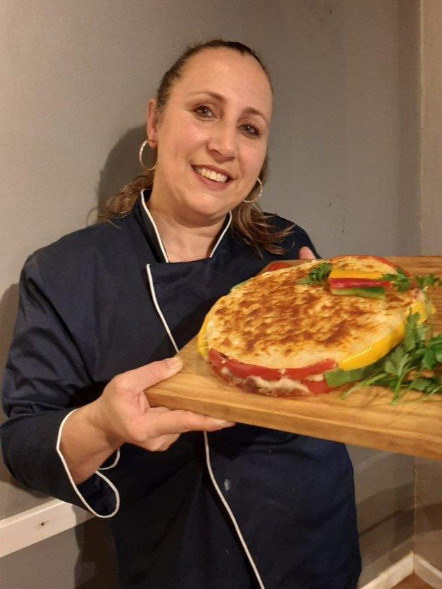 Na Semana Farroupilha, convidamos a Maíra  dona do Santo Espetinho Gastrobar, em Porto Alegre (RS) para preparar uma receita especial.<!-- NICAID(14880360) -->