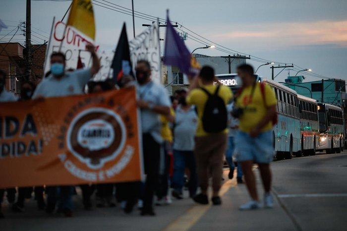 Após a assembleia, o grupo saiu em caminhada pela Avenida Bento Gonçalves