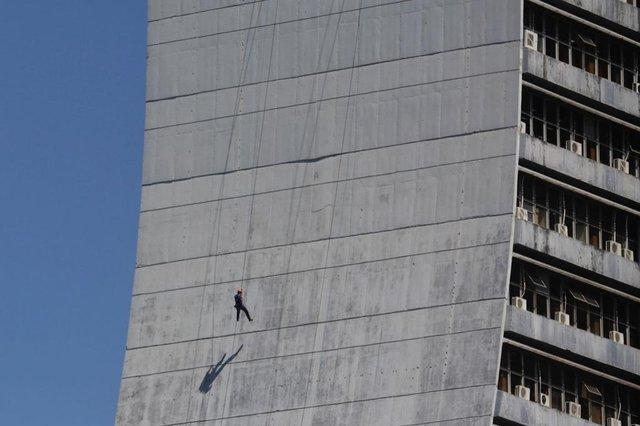 ***EM BAIXA***Porto Alegre, RS, Brasil, 15-09-2021: Treinamento dos Bombeiros no prédio do Centro Administrativo. Foto: Mateus Bruxel / Agência RBS<!-- NICAID(14890010) -->