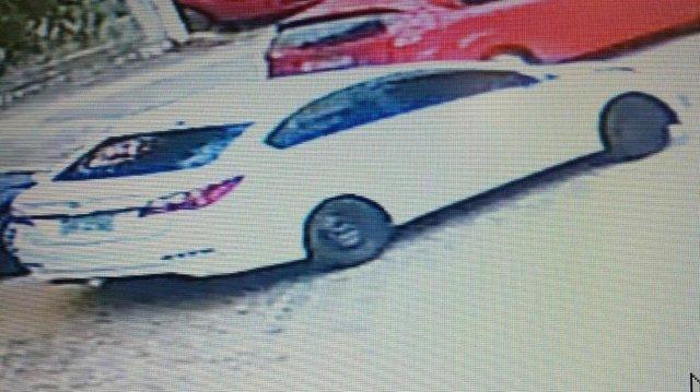 Carro usado por dupla que se passou por equipe de vacinação em assalto em Porto Alegre<!-- NICAID(14728546) -->