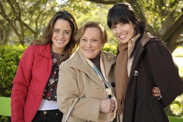 Iná ( Nicete Bruno) e Ana ( Fernanda Vasconcellos) e Manuela ( Marjorie Estiano ) , a vida da gente<!-- NICAID(14717560) -->