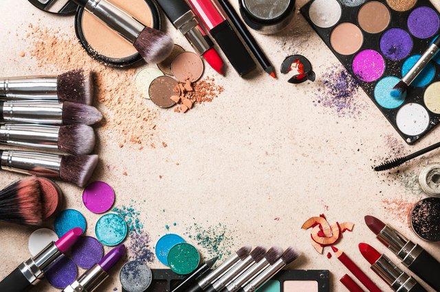 Diferentes produtos de maquilhagem Indexador: blackdayFonte: 119897378<!-- NICAID(14325166) -->