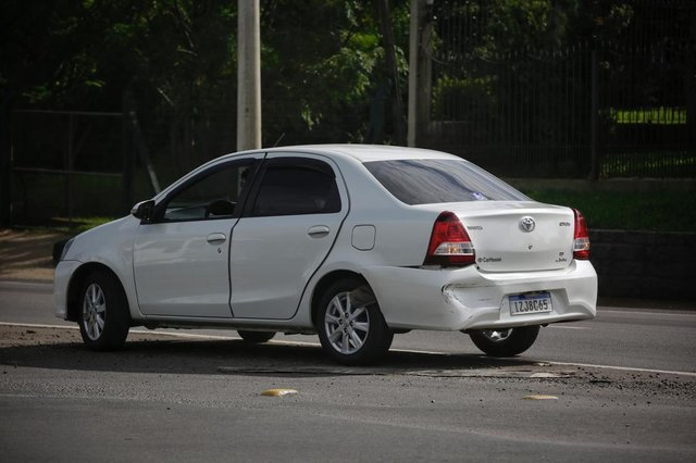 São Leopoldo, RS, BRASIL, 06-04-2021: Ex-Rei Momo de Porto Alegre Otávio Frota Jr se envolve em acidente com caminhão na RS-240, em São Leopoldo, e morre atropelado. (Foto: Mateus Bruxel / Agência RBS)Indexador: Mateus Bruxel<!-- NICAID(14751161) -->