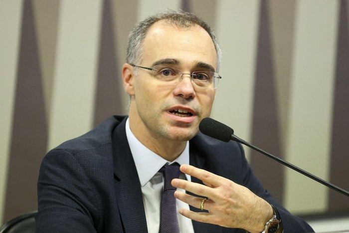 Bolsonaro decide indicar André Mendonça para vaga de Marco Aurélio no STF    GZH