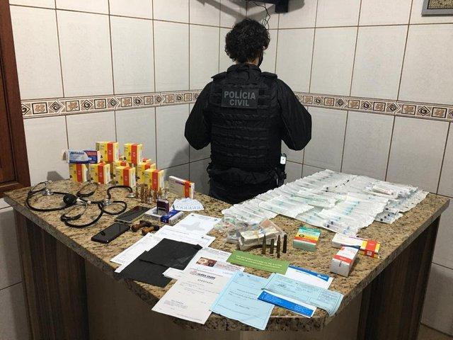 Vacina e medicamentos apreendidos em Viamão