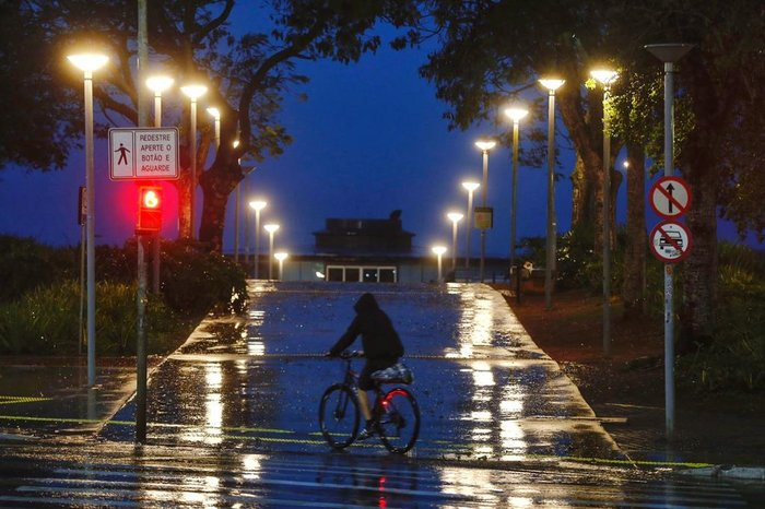 Dia começou chuvoso em Porto Alegre