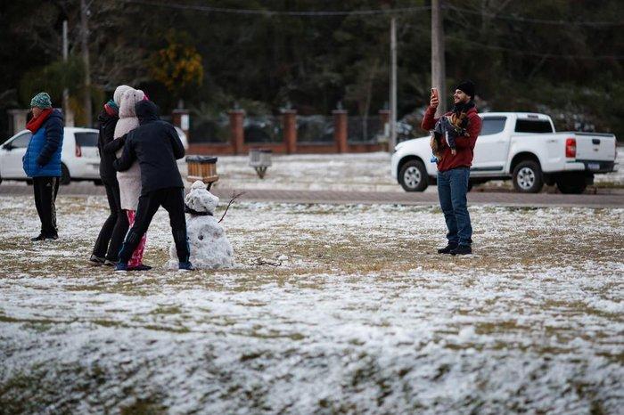 Turistas foram em busca de neve em São Francisco de Paula