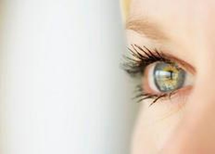 1d068d89aab09 Uma das partes mais sensíveis do corpo, os olhos precisam de cuidados  especiaisDivulgação   Visão. Problemas oculares podem ...