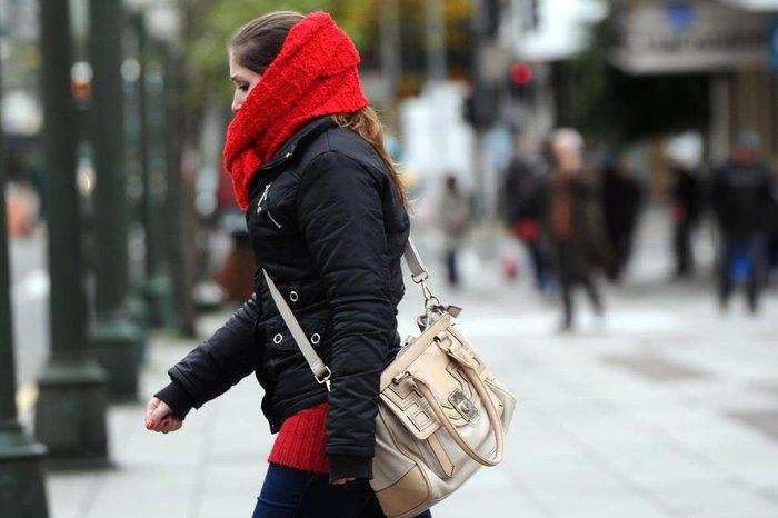 Pesado frio está pé e