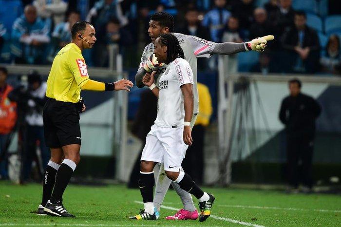 b5fba3eca0 Goleiro do Santos foi alvo de atitudes racistas no jogo pela Copa do  BrasilFernando Gomes   Agencia RBS