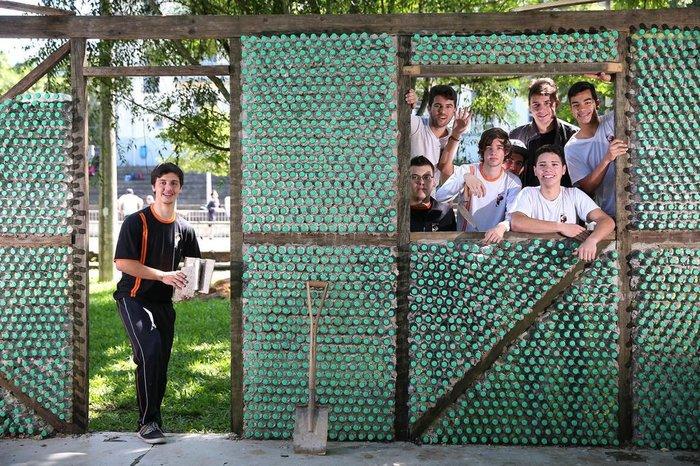 Alunos De Novo Hamburgo Constroem Casa De Garrafas Pet Na Escola