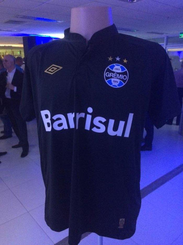 Grêmio apresenta sua nova linha de uniformes em parceria com a Umbro ... ed582d912fd97