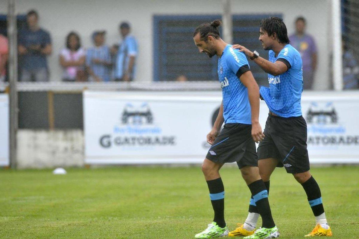 Titulares goleiam por 6 a 0 no primeiro coletivo do Grêmio no ano