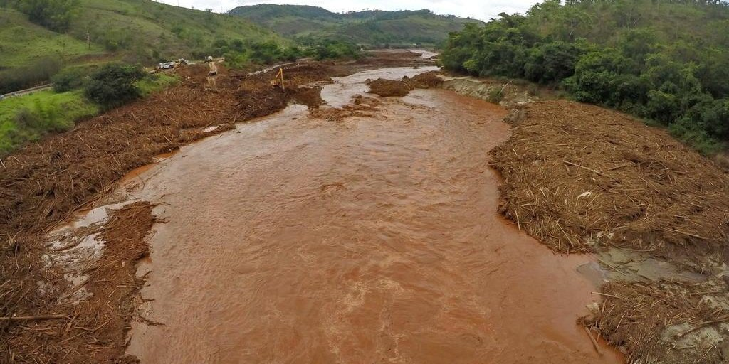 Veja o impacto causado pela lama no ecossistema do Rio Doce