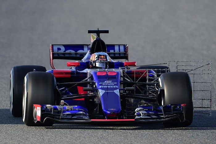 Scuderia Toro Rossos Spanish driver Carlos Sainz drives at the Circuit de Catalunya on February 27, 2017 in Montmelo on the outskirts of Barcelona during the first day of the first week of tests for the Formula One Grand Prix season.  / AFP PHOTO / JOSE JORDAN