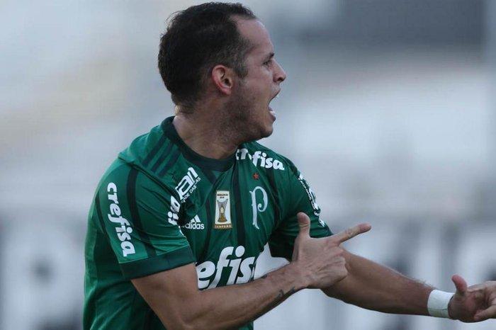 Atlético-MG pode ceder lateral em definitivo para tirar Guerra do ... 2f0b64c7395e5