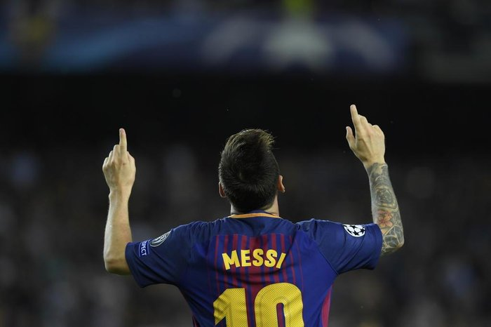 Barcelonas forward from Argentina Lionel Messi celebrates after scoring during the UEFA Champions League Group D football match FC Barcelona vs Juventus at the Camp Nou stadium in Barcelona on September 12, 2017. / AFP PHOTO / 