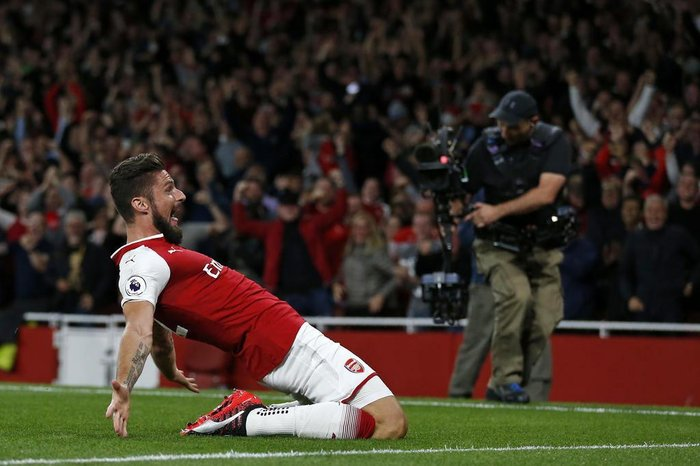 Arsenals French striker Olivier Giroud celebrates scoring Arsenals fourth goal during the English Premier League football match between Arsenal and Leicester City at the Emirates Stadium in London on August 11, 2017. / AFP PHOTO / Ian KINGTON / RESTRICTED TO EDITORIAL USE. No use with unauthorized audio, video, data, fixture lists, club/league logos or live services. Online in-match use limited to 75 images, no video emulation. No use in betting, games or single club/league/player publications.  /