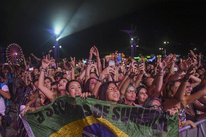 Fans of Australias band 5 Seconds Of Summer react during the concert in the City of Rock on the first day of Rock in Rio in Rio de Janeiro, Brazil, on September 15, 2017. The Rock In Rio is one of the worlds biggest music events and this year, the City of Rock, has three times the size of previous years.                         / AFP PHOTO / Apu Gomes