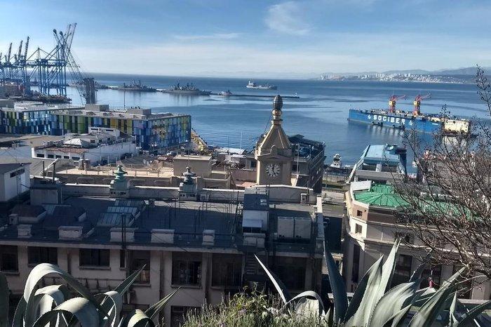 Zona portuária de Valparaíso, observada a partir do mirador do Paseo Atkinson, no Cerro Concepcion.
