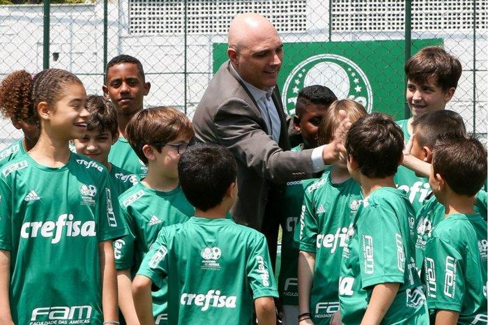 Palmeiras abre escola de futebol com direito a aula de inglês aos ... 62ac8c77b55af