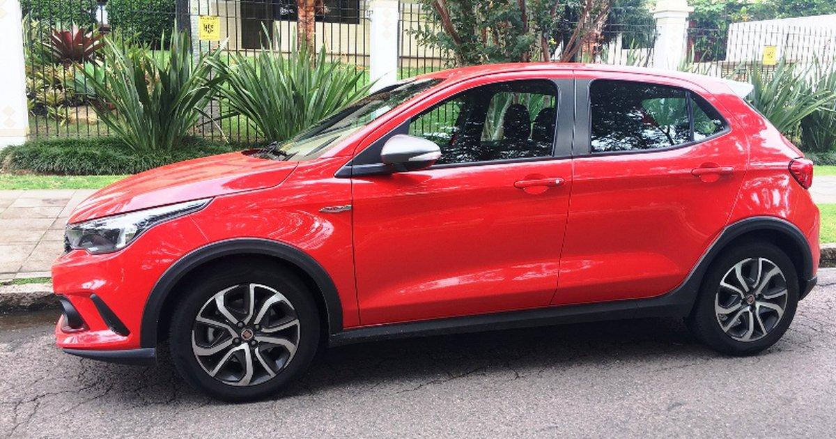 Fiat       Argo    18    HGT     amplo espa  o e bom desempenho   Ga  chaZH