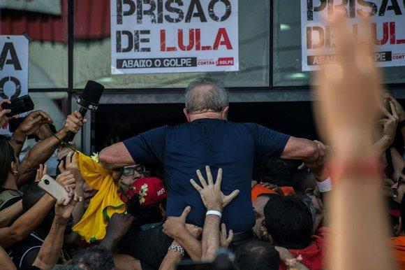 24273437 - PT QUER LANÇAR LULA À PRESIDÊNCIA COM VÍDEO DA PRISÃO