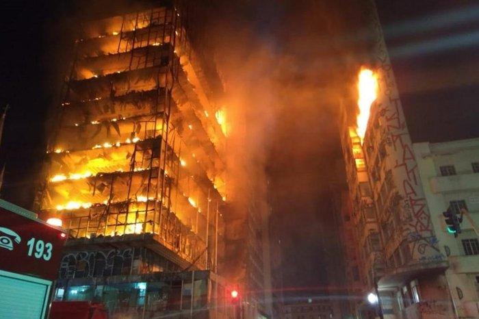 Resultado de imagem para Oprédio que desabou no centro de São Paulo – 01/05