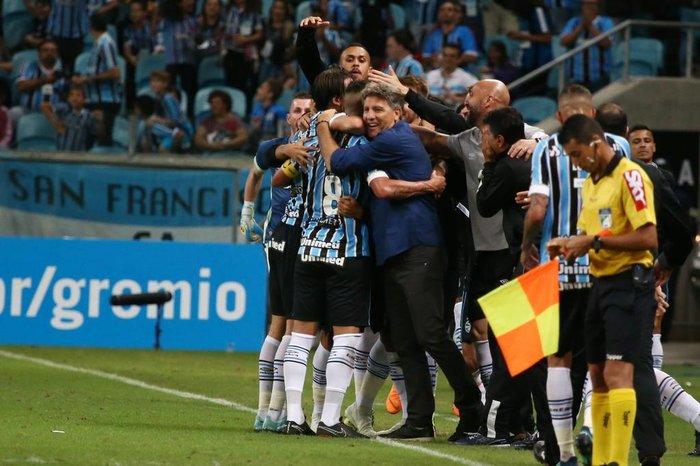 08796666dd Renato comemora mais uma goleada do Grêmio