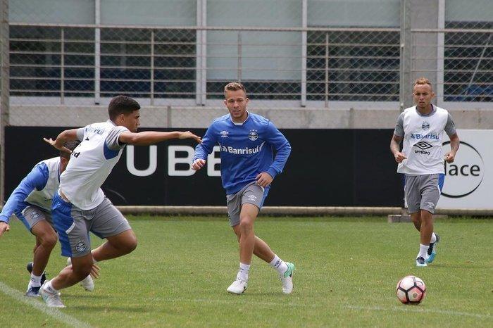 fb067b91ac Grêmio vê lesões de Arthur e Everton como