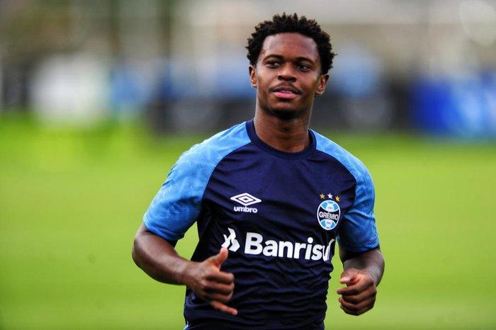 955a84e0fd Lincoln volta a treinar no Grêmio