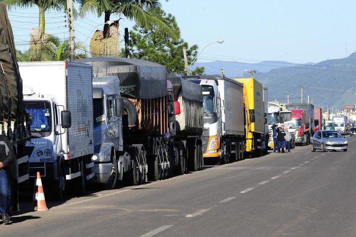 O que mudou depois de um mês da greve dos caminhoneiros