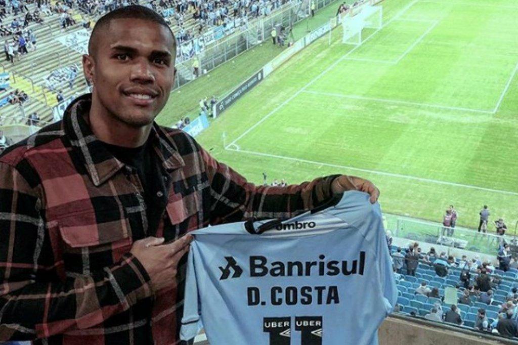 Douglas Costa reafirma desejo de se aposentar no Grêmio