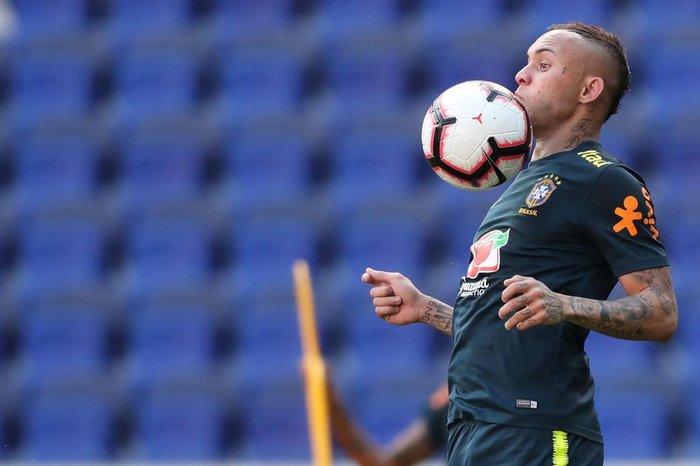 b9c4c4864e5e1 Lucas Figueiredo   CBF divulgação Everton é novidade para amistosos da  Seleção ...
