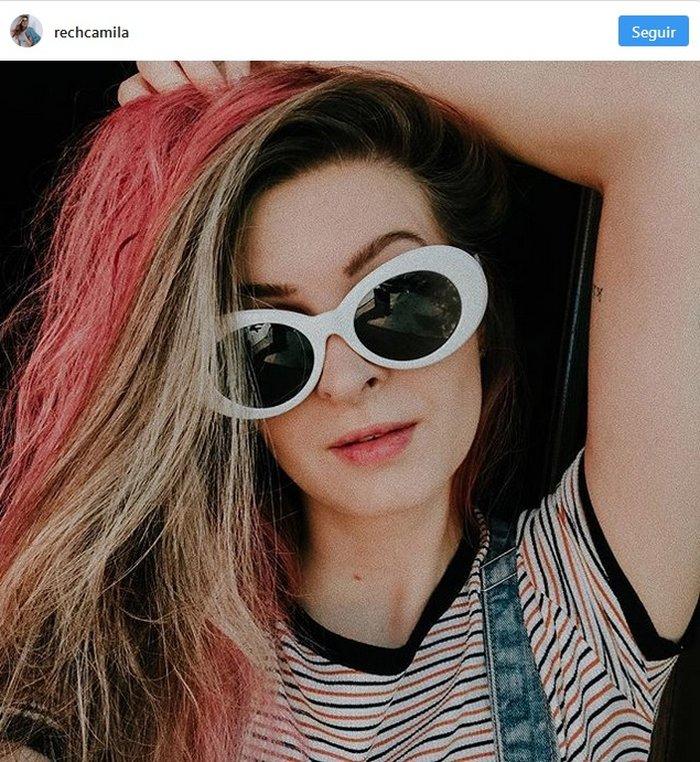 09bee98f5b8dc Se a sua ideia for mesmo destacar a produção ou tornar os óculos a peça  principal do look, aposte sem medo dos modelos diferentões.