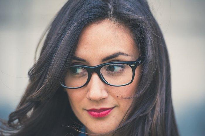 efab150d5 Como escolher a armação de óculos ideal para o seu rosto   Donna