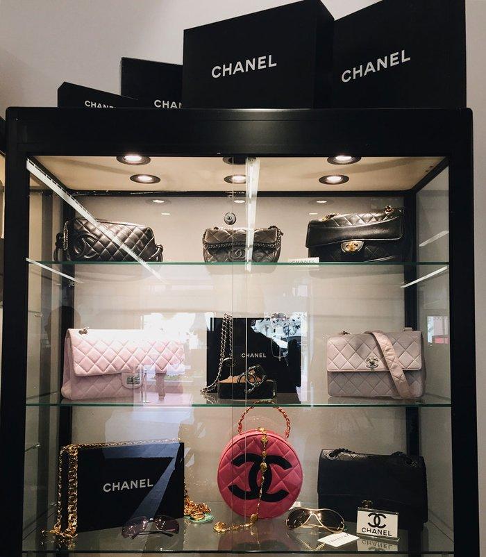 a968e71ad Dolce & Gabbana: Para quem é amante da marca, o outlet exclusivo da Dolce &  Gabbana, que fica bem pertinho do The Mall, é uma parada obrigatória.