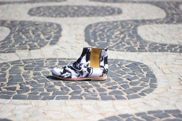 6ad3f6ac8 A Insecta cria todo mês mini coleções temáticas, fazendo com que os sapatos  sejam praticamente exclusivos (um vestido rende em torno de cinco pares de  ...